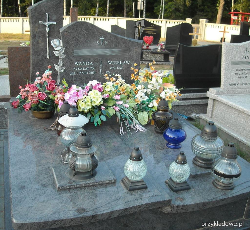 pomnik-motyw-rozy
